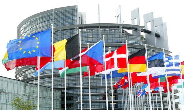 Approvata dall'Ue la distillazione di crisi per 3,3 milioni di ettolitri di vino francese