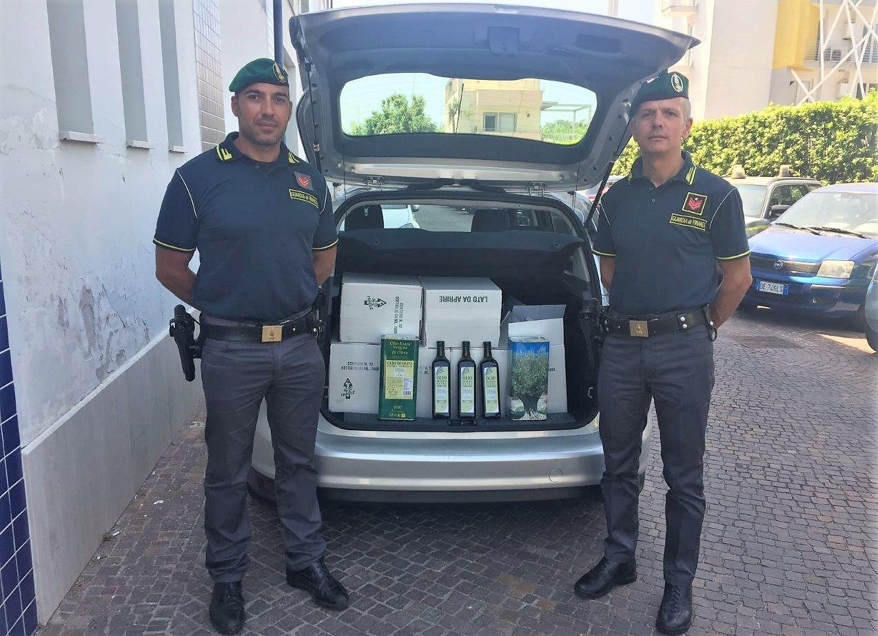 Olio ' extravergine d' oliva'  pronto per la vendita    ' prodotto a Bari'  ma la ditta era inesistente